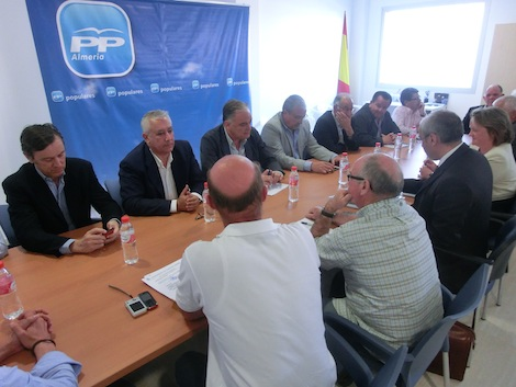 PP bigwigs Gonzalez Pons and Javier Arenas meeting with victims' representatives