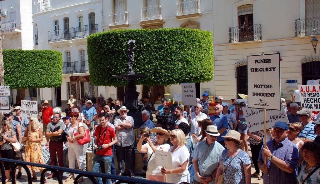 British expats in Spain demonstrating in support of the Priors.