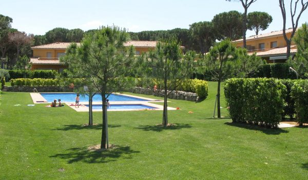 community of owner swimming pool spain spanish condominium pool homeowners association