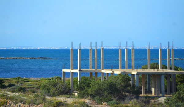 Unfinished holiday home by the sea